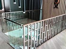 Лестница с ограждением из нержавейки 2