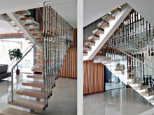 Лестница с ограждением из нержавейки 3