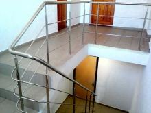 Ограждение лестницы из нержавейки