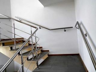 Поручень на лестницу из нержавейки-3