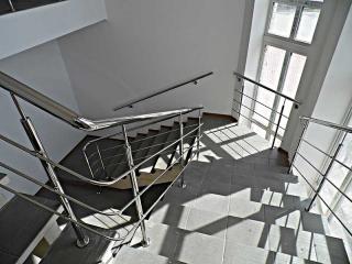 Поручень на лестницу из нержавейки-4
