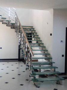 лестница из нержавейки и стекла, стеклянные ограждения, стеклянные перила, перила из стекла