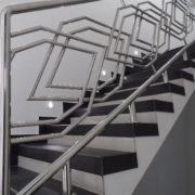 Ажкрное ограждение для лестницы из нержавейки