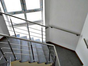 поручень из нержавейки для лестницы, поручни их нержавейки цена, поручень для лестницы купить, поручень на лестницу Киев