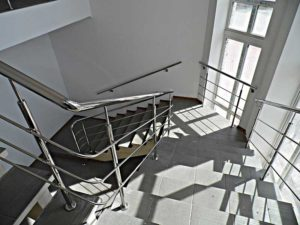 поручни из нержавейки на лестницу, поручни их нержавейки цена, поручень для лестницы купить, поручень на лестницу Киев