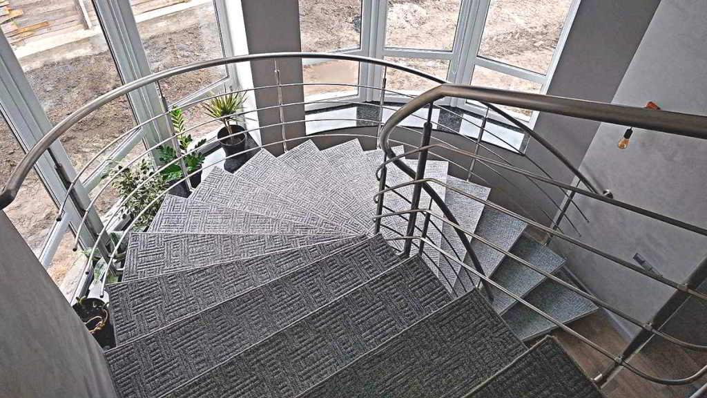 винтовая лестница, перила из нержавейки, поручни